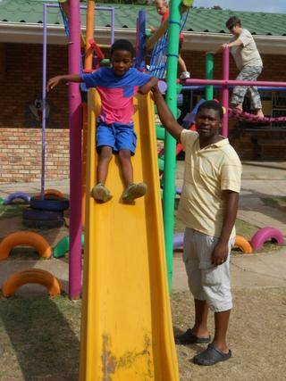 Dad Bandile also lends a helping hand to Milani.